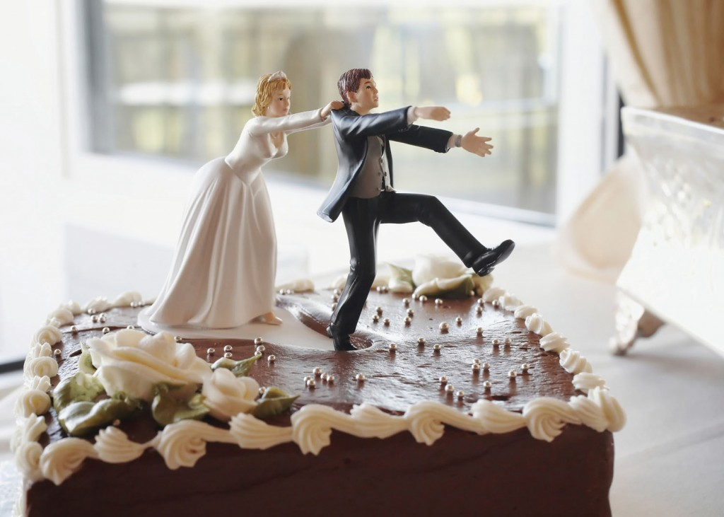 2259015-wedding-cake-divorce