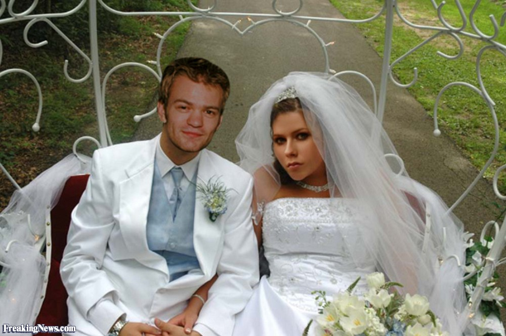 Avril-Lavigne-and-Deryck-Whibley-Wedding-Photo-21389