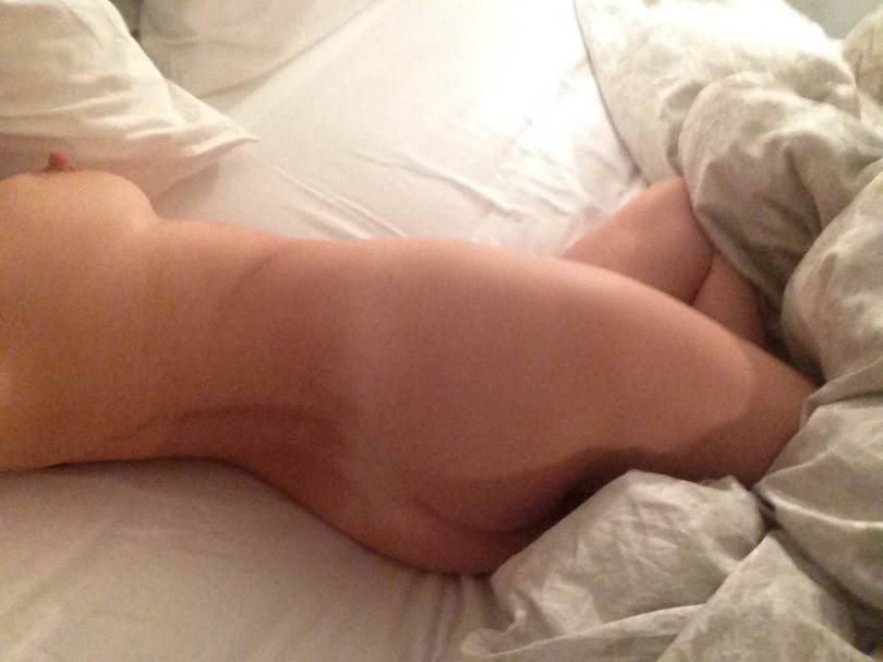NSFW-Pics-Kelly-Brook-Naked-photos-Leaked-Online-In-Latest-Celebrity-Hacking-Scandal-13