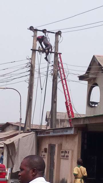 PHCN-staff-electrocuted-to-death-on-electric-pole