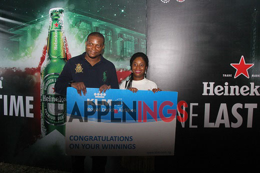 winner-of-the-riffle-draw-with-aminah-jagun-assistant-brand-manager-heineken