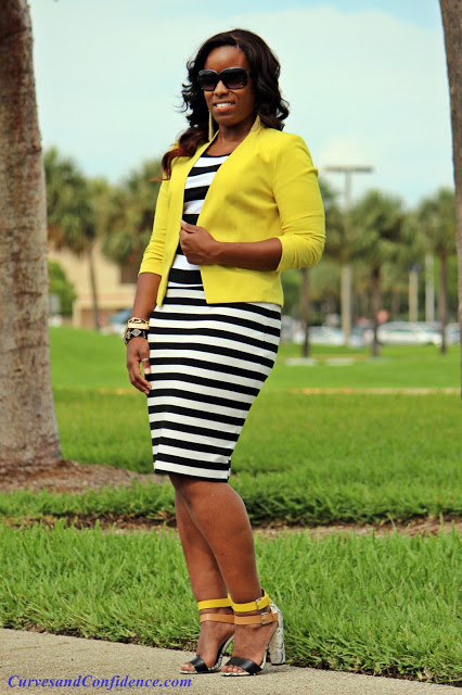 curvy-chic-office-outfit-what-curvy-girls-wear-to-work-trendy-work-outfit-miami-style-blogger-curvy-blogger-how-to-wear-a-striped-skirt-with-a-striped-skirt