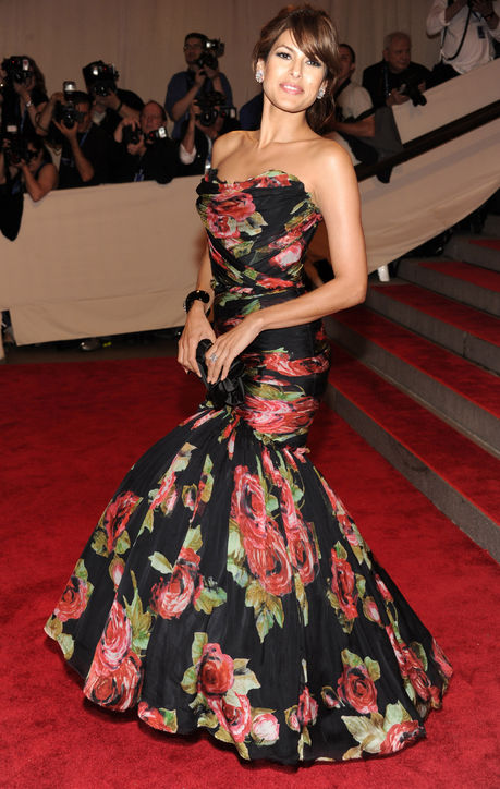 eva-mendes-met-gala-dolce-and-gabbana-gown-2010-h724