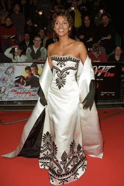 Birthdayshout 10 Flawless Red Carpet Fashion Halle Berry Salyed Online Entertainment And