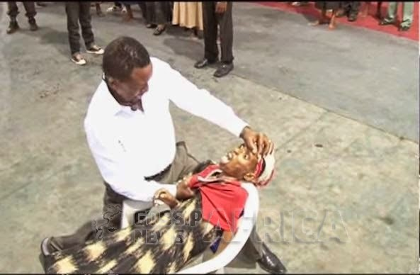 mediahoarders_com_ng-shocking-photos-see-what-this-african-pastor-did-to-an-hiv-positive-lady-in-the-name-of-deliverance-06
