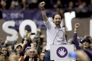 """Leader of Podemos, a left-wing party that emerged out of the """"Indignants"""" movement, Pablo Iglesias, holds up his fist at a party meeting on December 21, 2014 in Barcelona (AFP) photo: Josep Lago"""